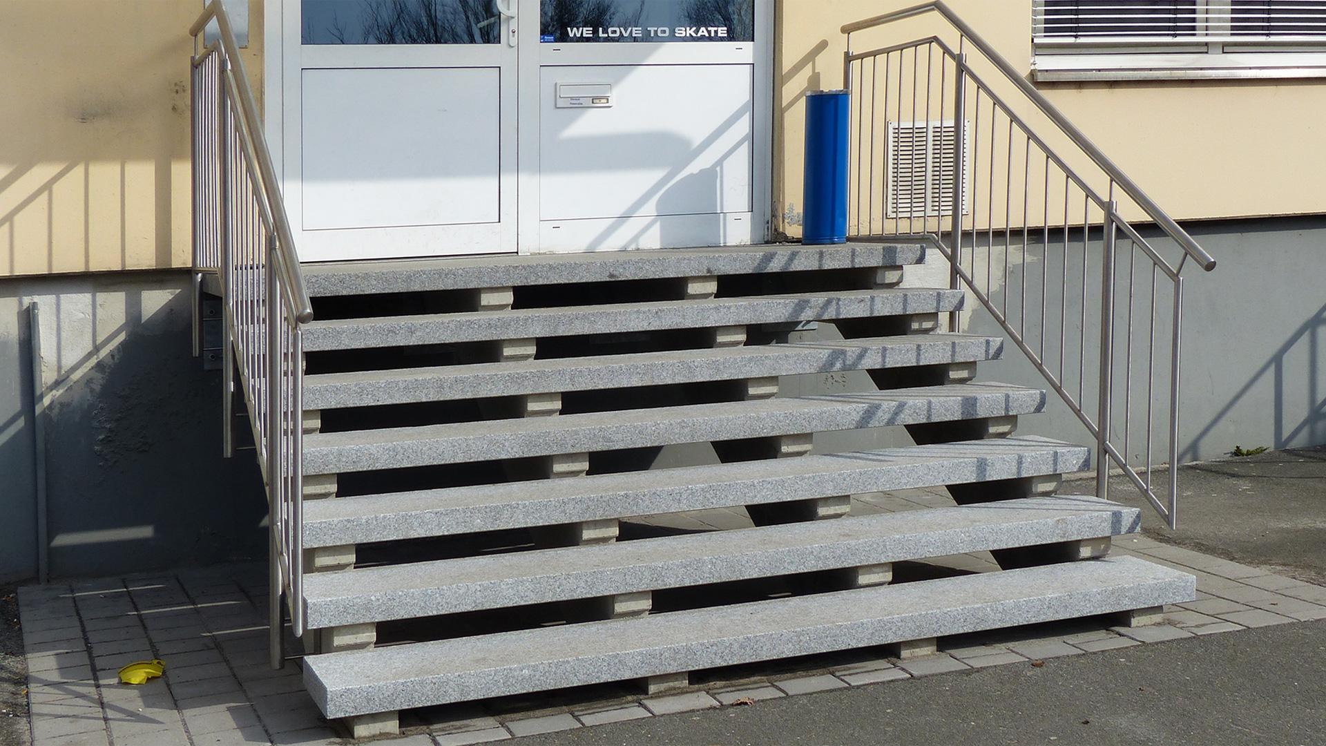 Granit Treppenstufen treppenstufen aus granit light grey wagner treppenbau mainleus