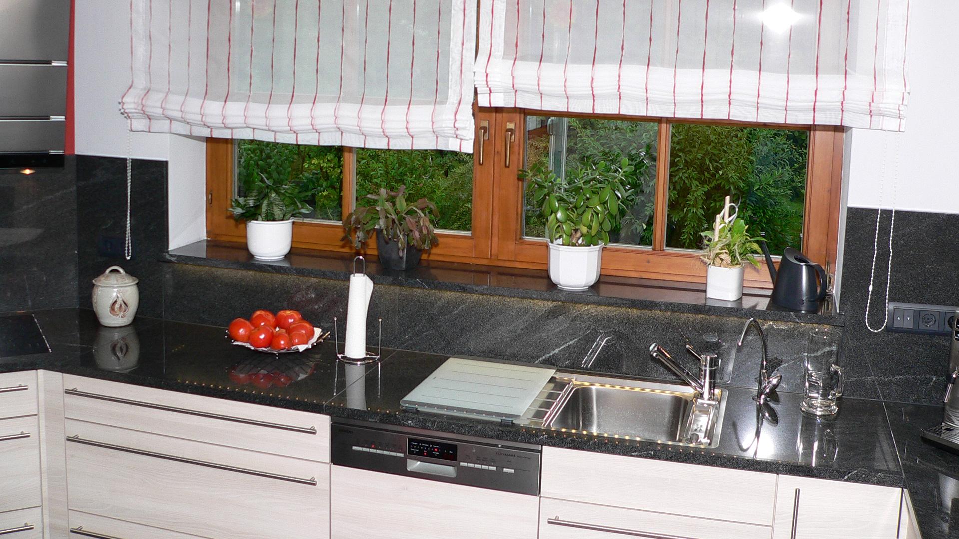 Naturstein virginia black american black wagner for Müllschrank küche