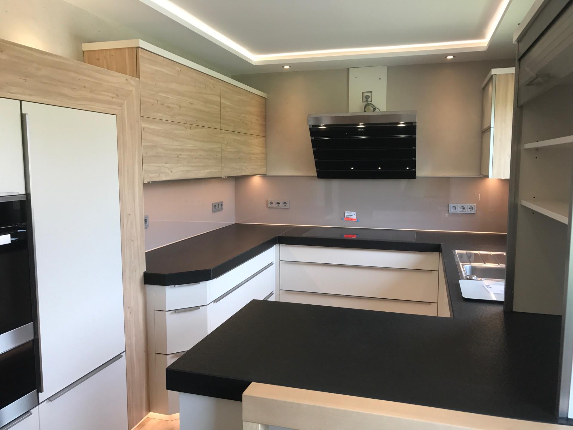 k chenarbeitsplatten aus granit keramik und naturstein wagner treppenbau mainleus. Black Bedroom Furniture Sets. Home Design Ideas
